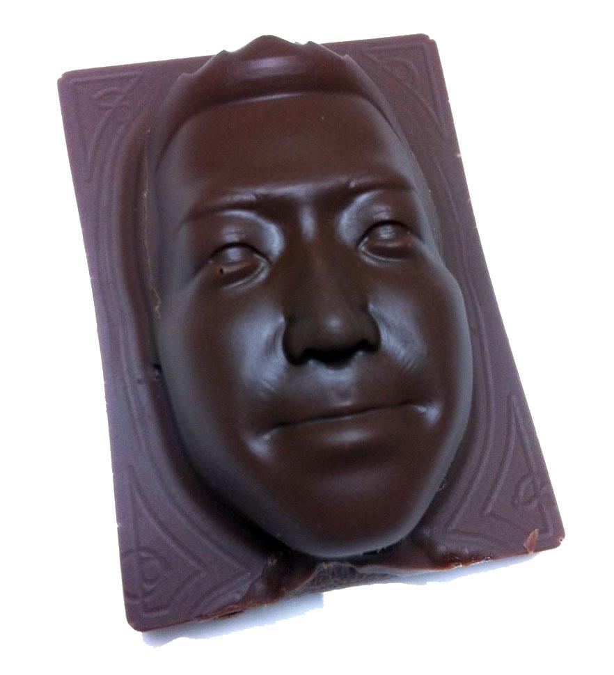 3Dデータでシリコン型からのチョコレートフィギュア